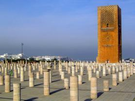 Hassanova věž ve městě Rabat, Maroko