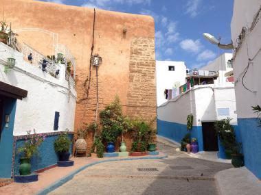 Pohled na jednu z ulic města Rabat v Maroku